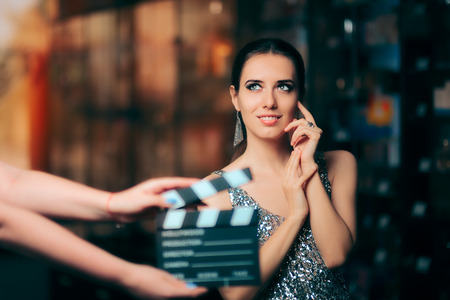 패션 캠페인에 출연하는 매력적인 모델 비디오 광고 스톡 콘텐츠