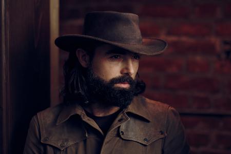 西洋風の肖像画でカウボーイハットを着たハンサムな男