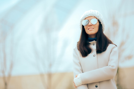 Casual Fashion Woman with Mirror Sunglasses and White Coat