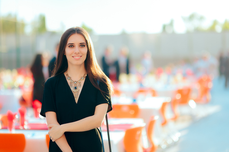 Event Planner PR Specialist Woman Organizing Outdoor Party Reklamní fotografie