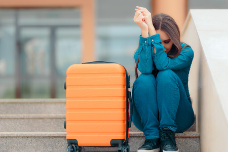 Sad Woman Leaving with Suitcase after Painful Break-up Zdjęcie Seryjne - 100530292