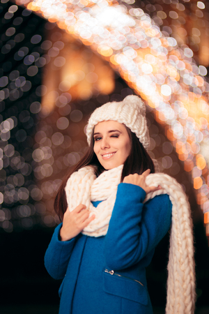 Winter Girl with Knitted Beanie and Scarf Enjoying Christmas Imagens - 112383326