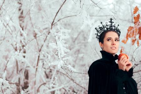 Méchante reine avec pomme empoisonnée au pays des merveilles hivernales
