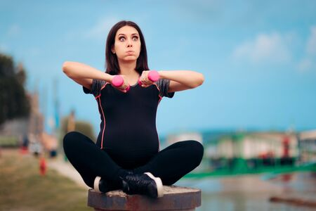 Active Pregnant Woman Using Dumbbells Outdoors Stok Fotoğraf