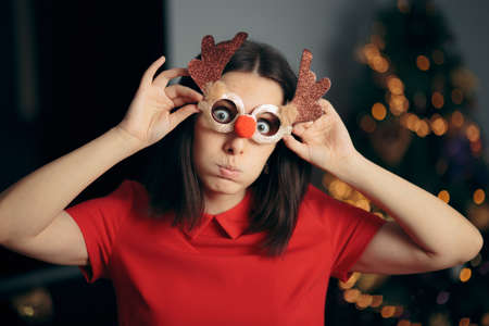 Woman Wearing Funny Christmas Party Glasses Banque d'images