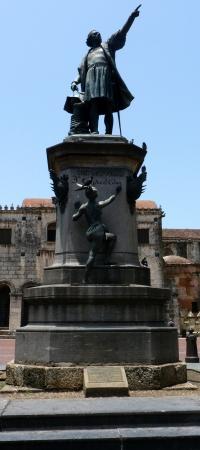 santo domingo: Statue of Christopher Columbus in Santo Domingo, Dominican republic Stock Photo