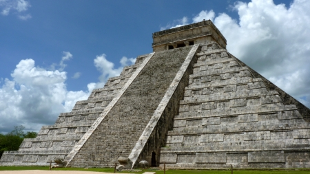 Kukulkan pyramid in Chichen Itza on the Yucatan Peninsula, Mexico photo