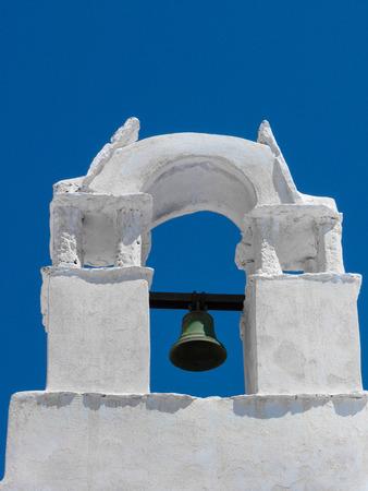 chora: Chora Iglesia Bell en la capital de la isla de Amorgos, C�cladas, Grecia Foto de archivo