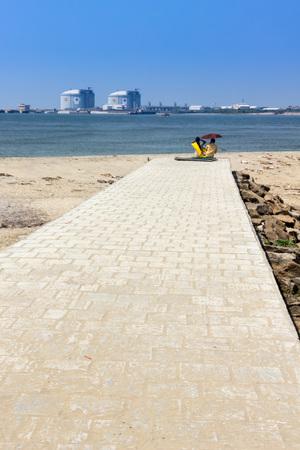 beach improvised date