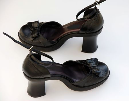 heel strap: Black heel shoes with bow