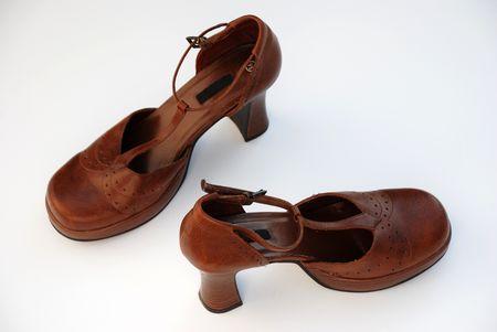 heel strap: Brown heel shoes round toe