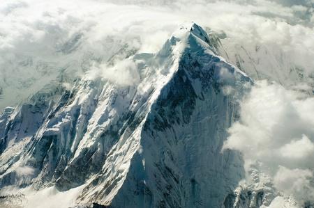 montañas nevadas: himalaya montañas