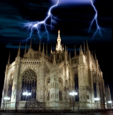밀라노: 밀라노의 돔 성당 위에 벼락 스톡 사진
