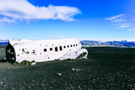 남쪽 아이슬란드에서 Vik 근처 비행기 잔해의 전망.