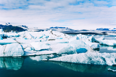 Amazing view of icebergs in glacier lagoon, Jokulsarlon, Iceland. Global warming and climate change concept. 免版税图像 - 92981633