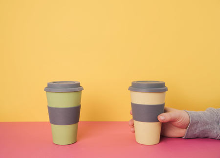 Take away travel mugs yellow background. Kho ảnh
