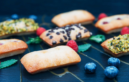 Vegan cakes decorated with mint and berries. Standard-Bild