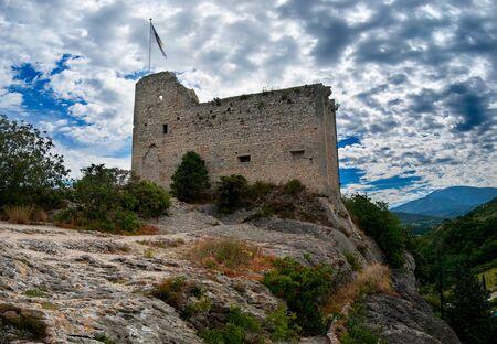 Castle ruin on top of a rock in Vaison-La-Romaine, France Stockfoto