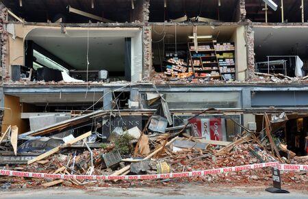 derrumbe: Christchurch, Nueva Zelanda - 23 de febrero de 2011: Merivale tiendas destruidas por el devastador terremoto ..