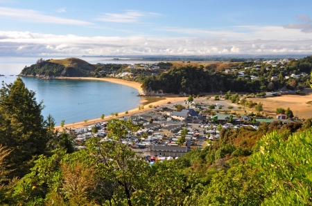 tasman: Kaiteriteri - one of the New Zealands favourite summer holiday destinations on a beautiful morning. In the background are the towns of Mapua, Motueka and Nelson. Stock Photo