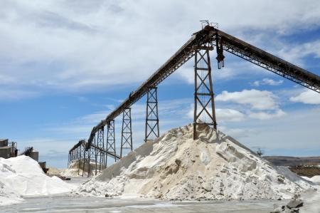 marlborough: Salt works factory at Lake Grassmere, Marlborough, New Zealand
