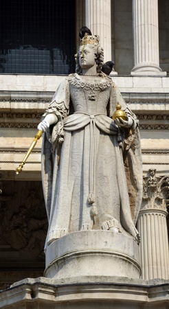 anne: Stone statue of Queen Anne outside St  Paul