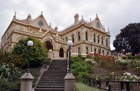 parlamentario: El edificio de la Biblioteca Parlamentaria construido en 1898 y de pie junto a Edificio del Parlamento y de la Colmena en Wellington, Nueva Zelanda