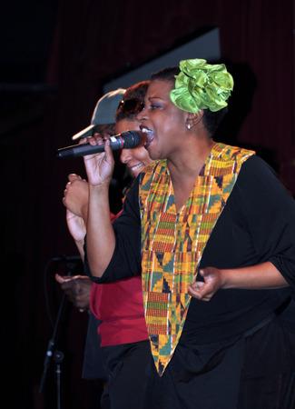 gospel music: New York, USA - April 05, 2008  Harlem Gospel Choir performing on stage at BB King