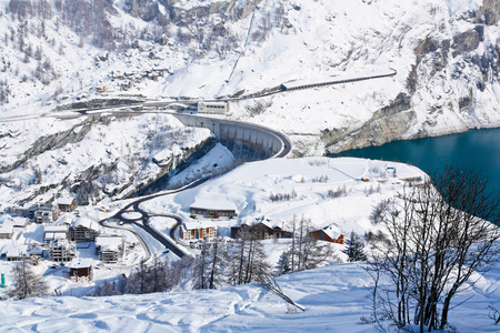 lac: Tignes le Lac village and the dam from above in winter Stock Photo