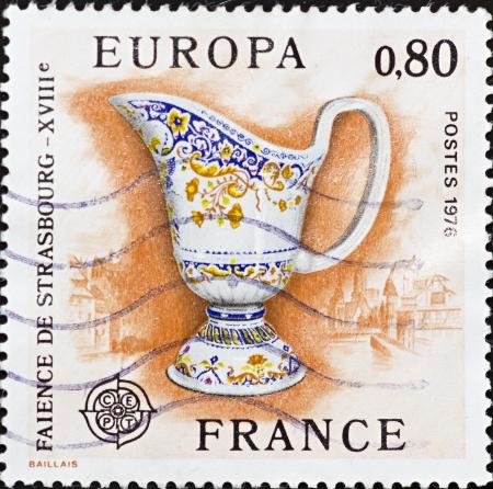 FRANCIA - CIRCA 1976: Un sello impreso en Francia, muestra la imagen de Editorial