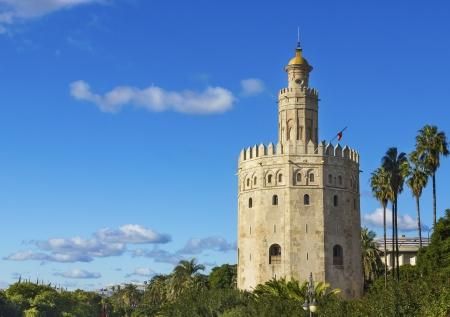 sevilla: Golden Tower Torre del Oro in de buurt van rivier Guadalquivir, Sevilla