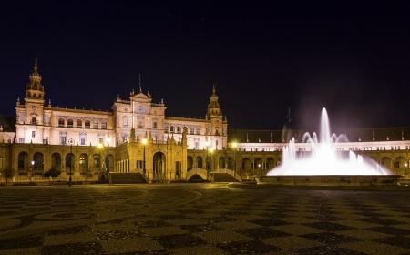Plaza de espa�oles por la noche en Sevilla, Espa�a