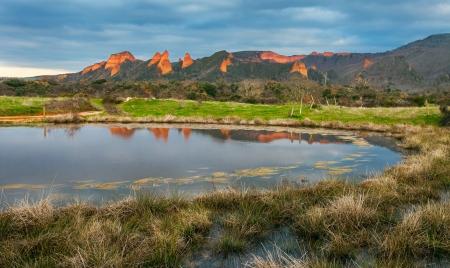 Paisaje de Las M�dulas con peque�o lago, Espa�a