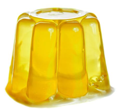 gelatina: Gelatina amarillo aislado en el fondo blanco.