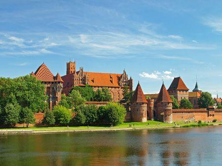 gothic castle: El viejo castillo g�tico en Malbork, Polonia