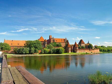 gothic castle: El viejo castillo g�tico en Malbork, Polonia.