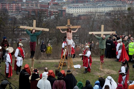 cross leg: Presentation Mystery of the Passion of Jesus Christ, played by actors with the participation of the spectators April 3, 2010 in Gdansk, Poland. Editorial