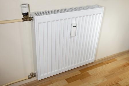 radiador: Moderno calefactorradiador y tuber�as.