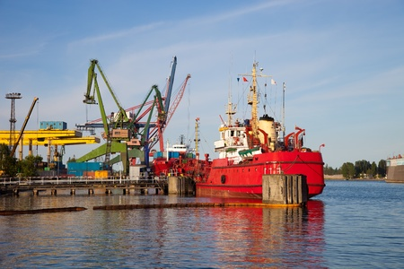 sea pollution: Ship protected against oil spills.