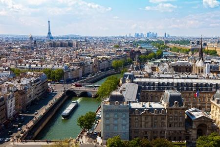 Bovenaanzicht van de Notre Dame van de Kathedraal op de Rivier Seine en brengt Parijs, Frankrijk Photo taken on May 17th, 2010