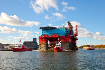 tug boat: The introduction of a drilling rig to a shipyard for repairs