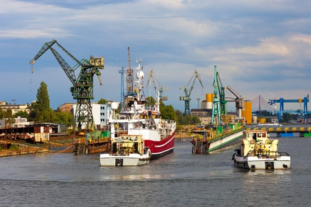 docking: Docking of the vessel, assisted by tugs.