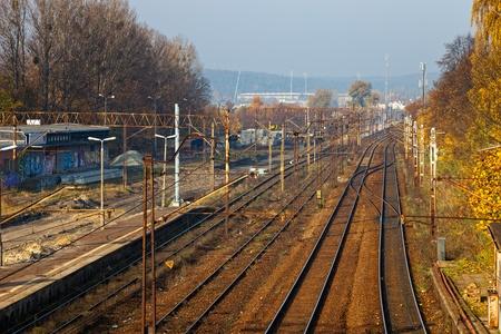Pistas Antiguo Tren en frente de la estaci�n Foto de archivo - 13315675