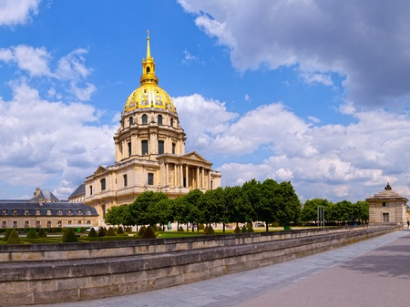 invalides: The church is connected directly with the Royal chapel, better known as the Dome des Invalides  This chapel with a 107 meter high  Construction of the dome was completed in 1708