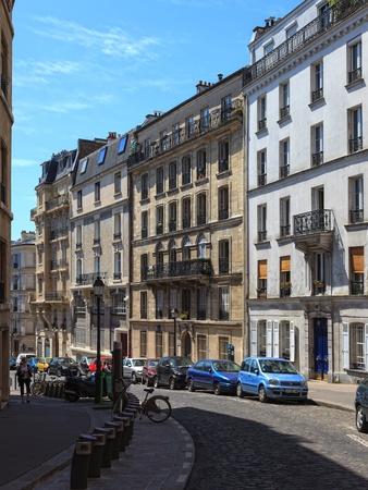 montmartre: Rues de charme dans le quartier de Montmartre � Paris. Photo prise le: 19 mai 2010