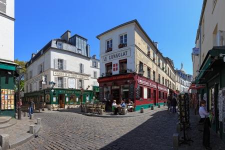 montmartre: Le caf� parisien classique situ� dans le quartier Montmartre de Paris. Photo prise le: 19 mai 2010