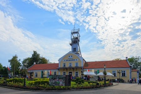 entered: Wieliczka Salt Mine operated continuously since the 13th century. Underground Mine has over 300 corridors and 300 chambers. Are arranged in nine levels, the latter of which is located at a depth of 327 meters. In 1978, he entered on the UNESCO World Herit Editorial