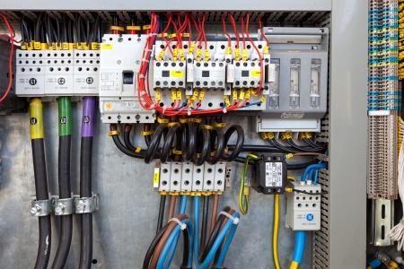 Schalttafel an einem Fließband Fabrik Regler und Schalter