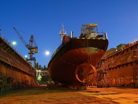 Repair of a small ship to dock