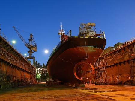 Reparatur von einem kleinen Schiff anzudocken Standard-Bild